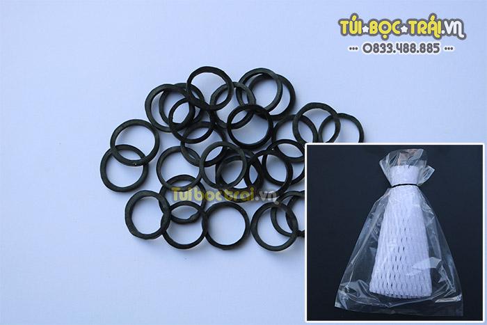 Chun buộc ổi dùng với xốp lưới và túi bóng