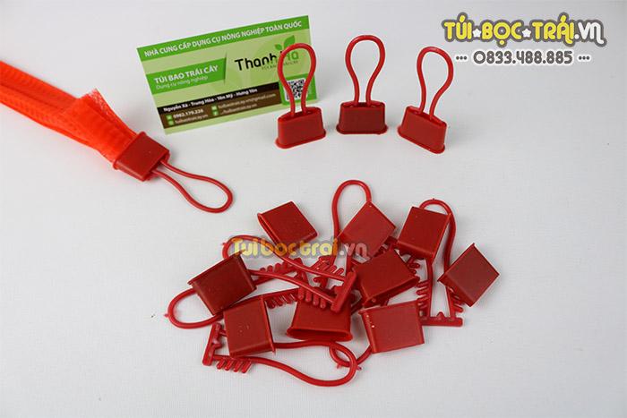 Móc khóa nhựa màu đỏ có độ bền cao