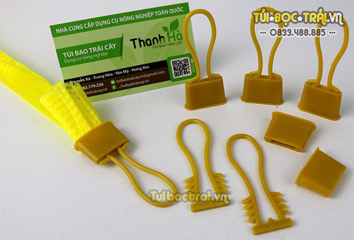 Móc khóa nhựa màu vàng có độ bền cao