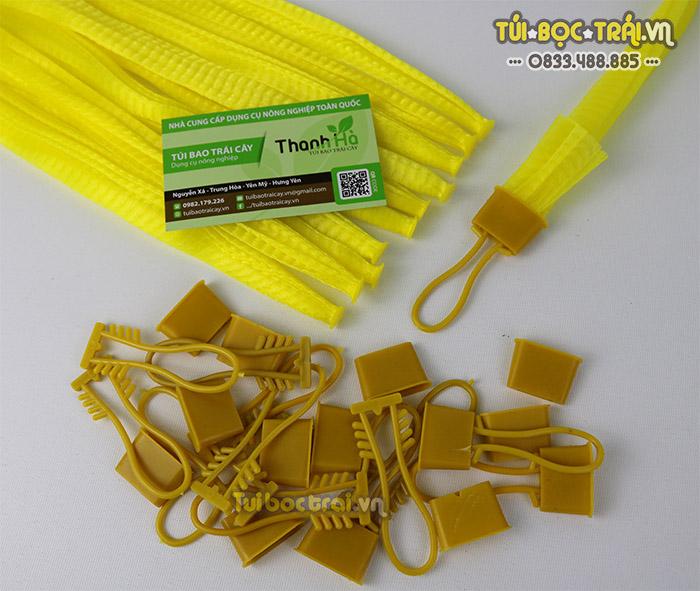 Móc khóa túi lưới màu vàng làm từ nhựa nguyên sinh