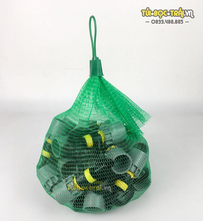 Túi lưới đựng đồ màu xanh dài 25 cm kèm móc khóa