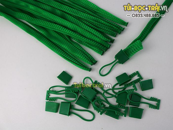 Túi lưới đựng đồ màu xanh dài 35 cm kèm móc khóa