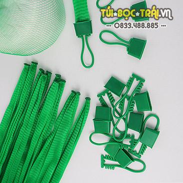 Túi lưới nhựa xanh dài 40 cm kèm móc khóa (1 kg)