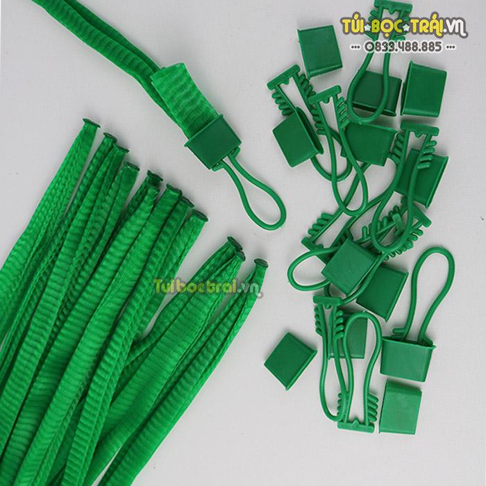 Túi lưới nhựa đựng nông sản kèm khóa màu xanh dài 40 cm