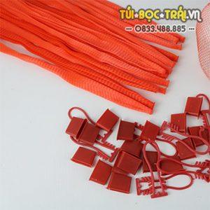 Túi lưới nhựa dài 25 cm kèm móc khóa màu đỏ (1 kg)