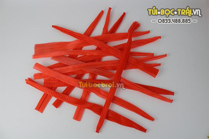Túi lưới nhựa màu đỏ chiều dài 35 cm