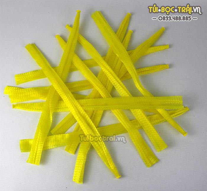 Túi lưới nhựa màu vàng kích thước dài 25 cm