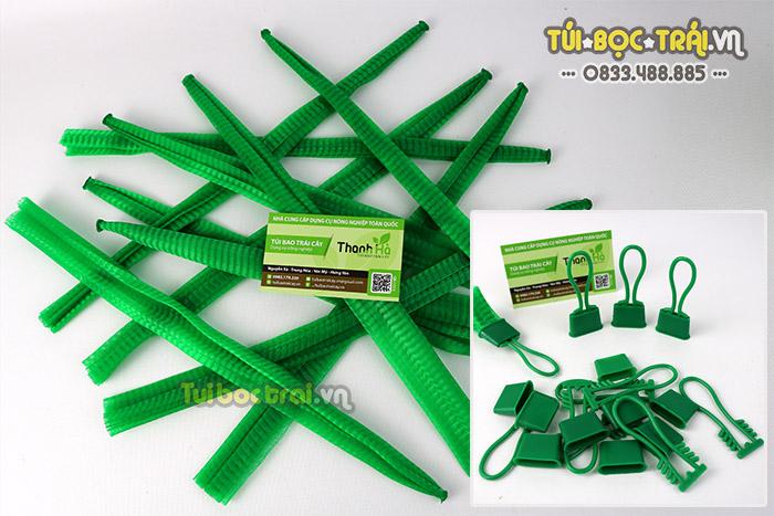 Túi lưới nhựa màu xanh kèm khóa rút dài 25 cm