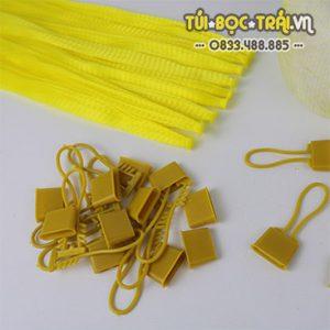 Túi lưới nhựa màu vàng dài 25 cm kèm khóa rút (1 kg)