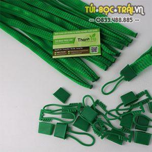 Túi lưới nhựa xanh dài 25 cm kèm móc khóa (1 kg)